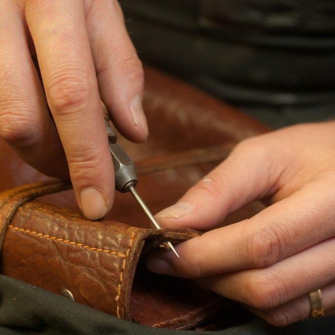Reparatur & Restauration von altem Leder erfordert Fingerspitzengefühl & Erfahrung