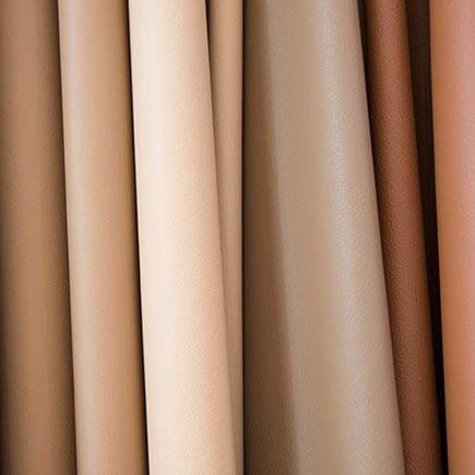 Wir zeigen Ihnen hier, mit welchen COLOURLOCK® Produkten Sie Kunstleder richtig reinigen und pflegen.