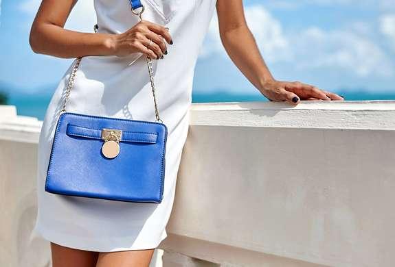 Reinigung Ihrer Luxus-Handtasche: Sanfte Entfernung von Verunreinigungen und hartnäckigen Flecken.